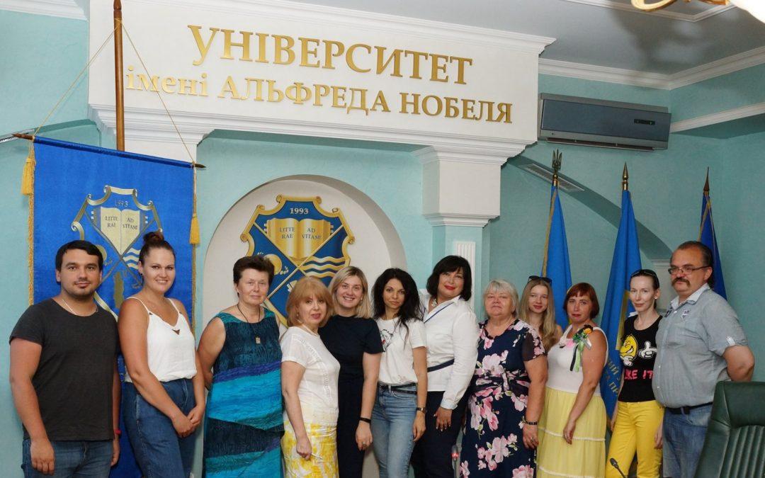 Випускники Міської Школи Гідів Дніпра Dnipro City Walks отримали свої сертифікати та свідоцтва